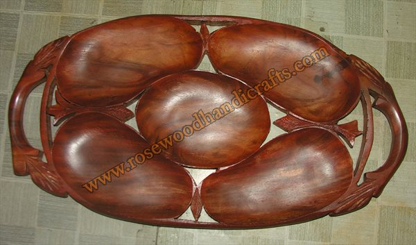Mango Shape Wooden Dry Fruit Tray
