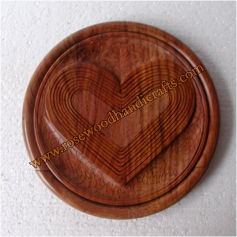 Wooden Heart Shape Single Compartment Spring Basket