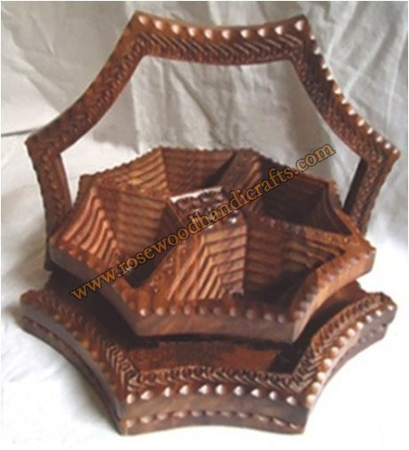 Wooden Star Shape 4 Compartments Spring Basket