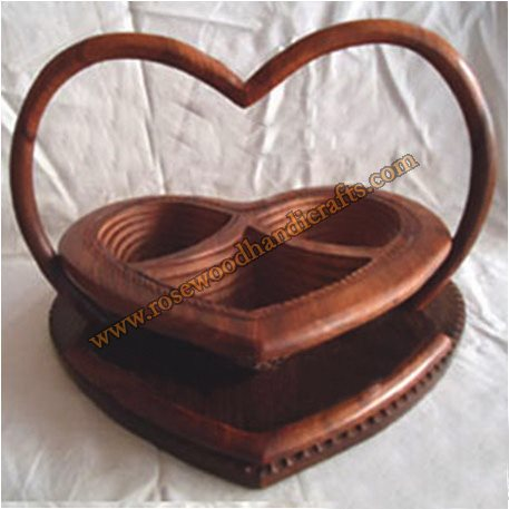 Wooden Heart Shape 3 Compartments Spring Basket