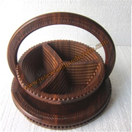 Wooden Wheel Shape 3 Compartments Spring Basket