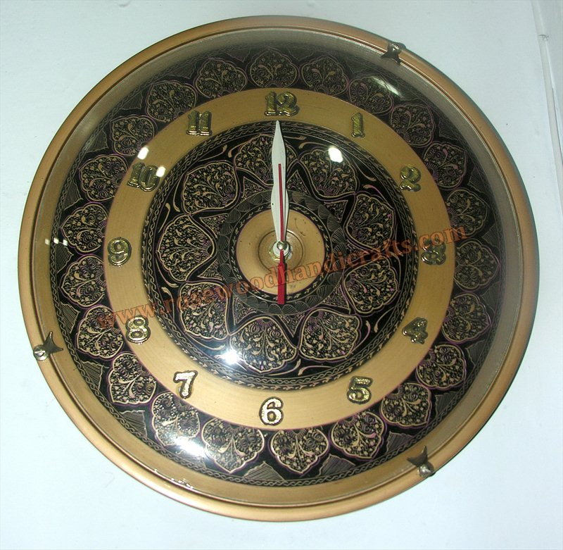 Wooden Lacquer Art Work Round Shape Wall Clock